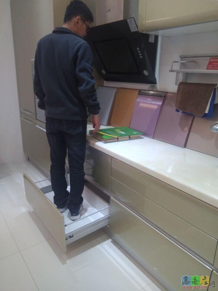 不锈钢橱柜装修作业-----------------------------------------------旧房改造